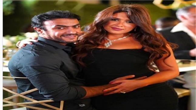 ياسمين عبد العزيز تنشر صورة رومانسية مع أحمد العوضي بعد إصابتهم بكورونا