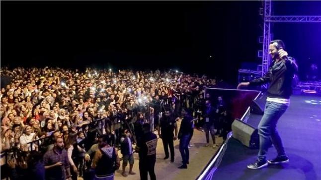 حمادة هلال يشعل أجواء حفله بـ بورسعيد.. ويحتفل بالمنتخب الأوليمبي